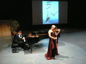 The French and Romanian duo in action: a one-of-a-kind concert in three dimensions.